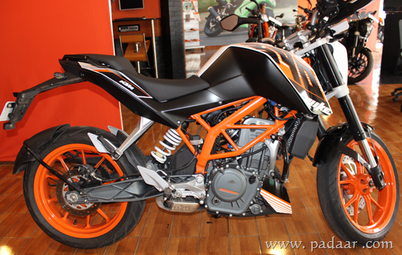 ktm duke 390 reviewed with specifications, features, onroad price